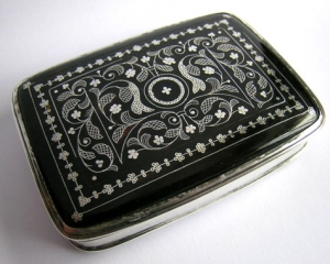 A William III silver and tortoiseshell snuff box