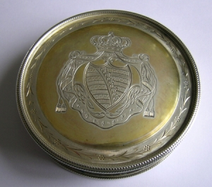 Royal: A Saxon silvergilt skippet box (seal case)